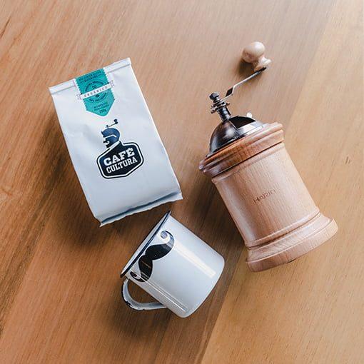 kit-moedor-hario-column-40g-cafe-organico-caneca-bigode-cafe-cultura-min
